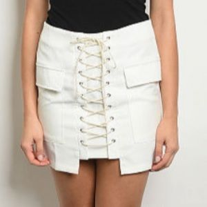 Dresses & Skirts - Boutique ivory skirt